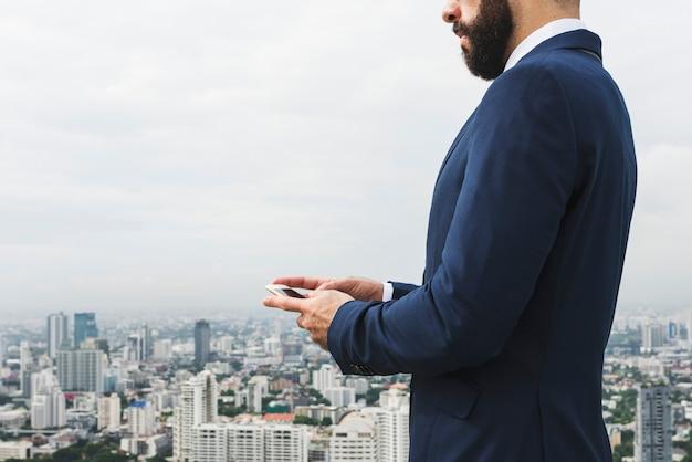 Concepto de teléfono hablando de persona de negocios