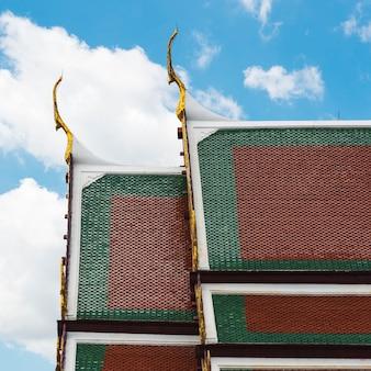 Concepto de templo budista de estilo tailandés