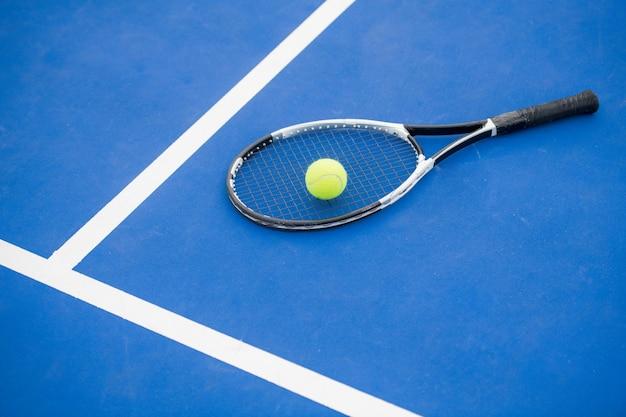 Concepto de tenis en azul
