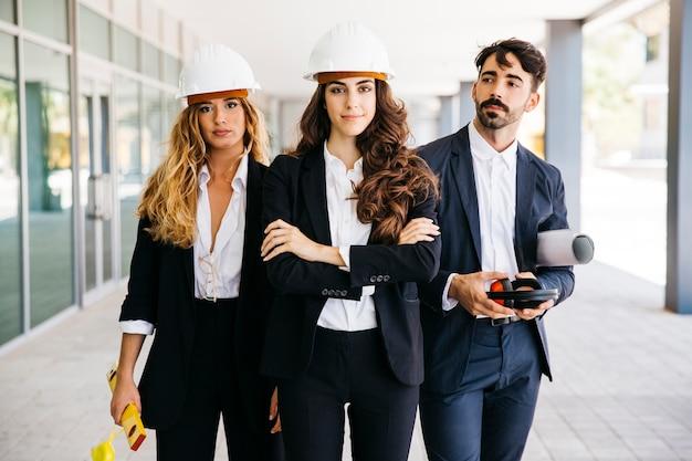 Concepto de trabajar en equipo con arquitectos