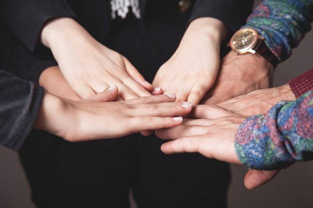 Concepto de trabajo en equipo empresarial. unidad, amigos, grupo
