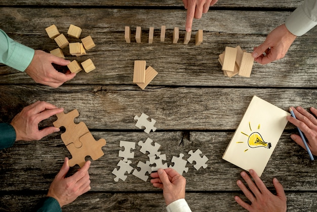 Concepto de trabajo en equipo, estrategia, visión o educación.