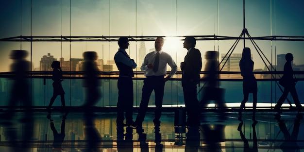 Concepto de trabajo de la oficina de la comunicación corporativa de la reunión de los hombres de negocios