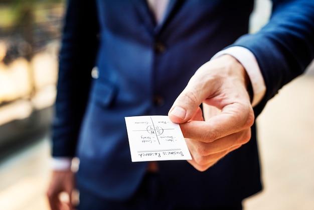 Concepto de trabajo de thinking planning strategy del hombre de negocios