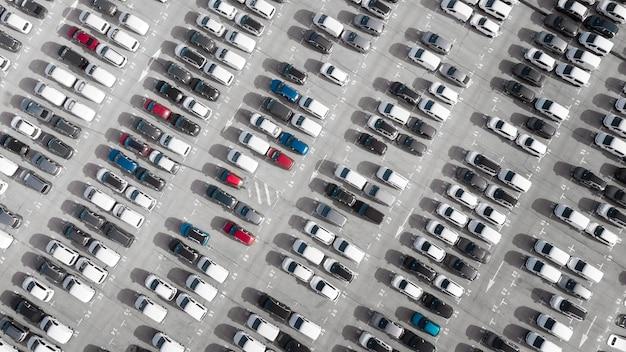 Concepto de transporte vehículos estacionados