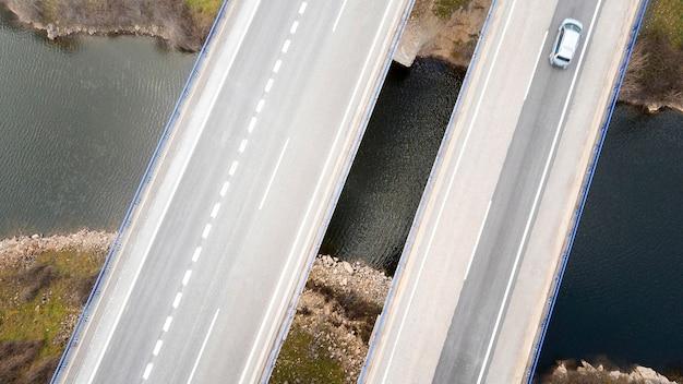 Concepto de transporte de vista aérea con puentes.