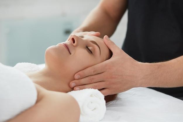 Concepto de tratamiento de relajación, belleza, cuerpo y cara.