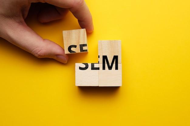 El concepto del uso de la herramienta de marketing en buscadores sem en internet.