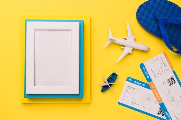 Concepto de vacaciones con marcos de fotos.
