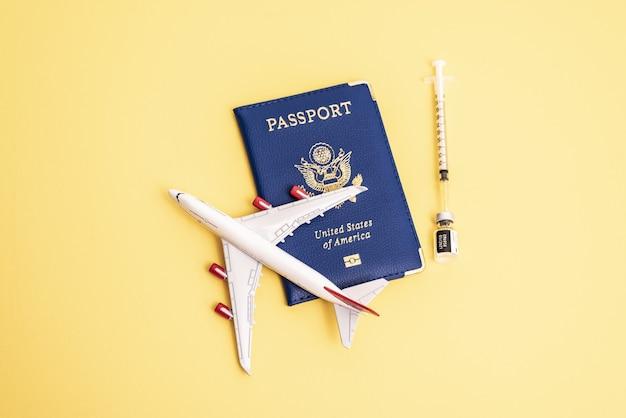 Concepto de vacunación global para viajes y recuperación económica reanudación de viajes vacaciones y economía ...