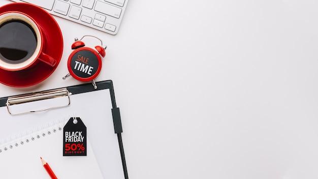 Concepto de venta y reloj con espacio de copia