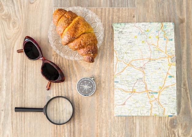 Concepto de viajar con composición de varios elementos