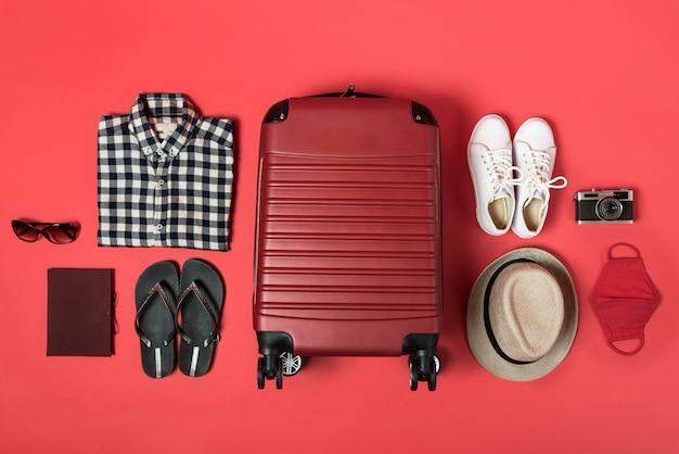 Concepto de vista superior con equipaje y ropa