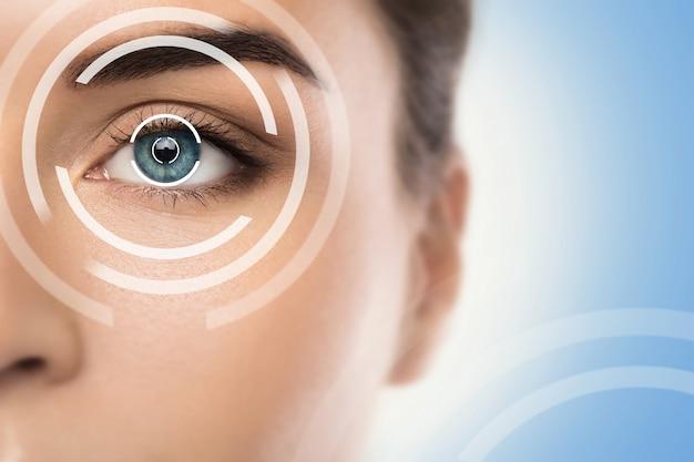 Conceptos de cirugía ocular con láser o chequeo de agudeza visual