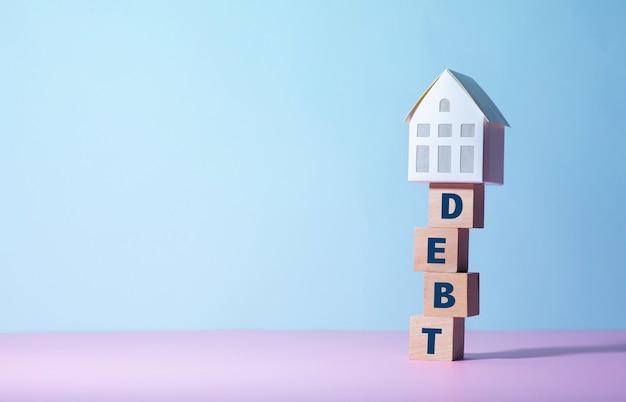 Conceptos inmobiliarios o de propiedad con conceptos de deuda