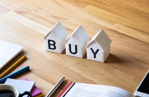 Conceptos de propiedad o inversión, bienes raíces comerciales, economía, gastos de trabajador