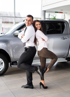 Concesionarios de autos de pie atrás
