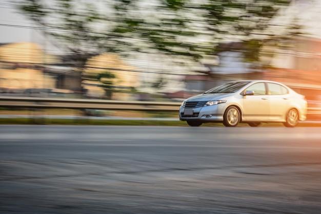 Conducción de automóviles en carretera