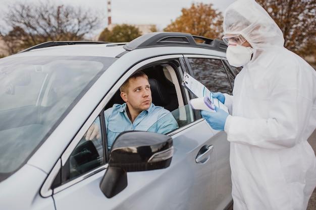 Conducir en muestra de coronavirus