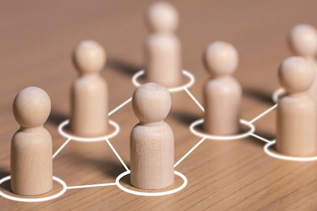 Conexiones sociales por líneas blancas con figuras de personas, llamado a la cooperación creando un nuevo equipo y contactos de acción comunicación en la sociedad