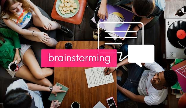 Conferencia de comunicación compartiendo la reunión de conversación