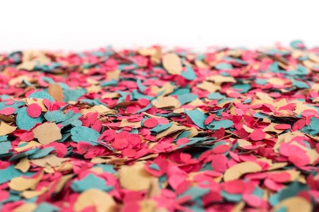 Confeti de colores mezclados