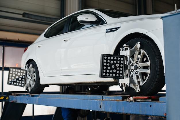 Configuración y ajuste de la comba en el vehículo. estación de servicio.