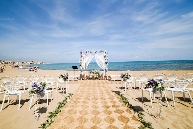Configuración de boda en la playa