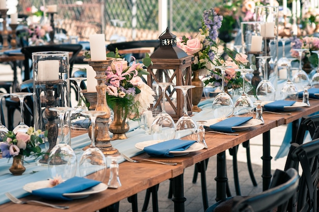 Configuración de decoración de bodas o eventos, horario de verano, al aire libre
