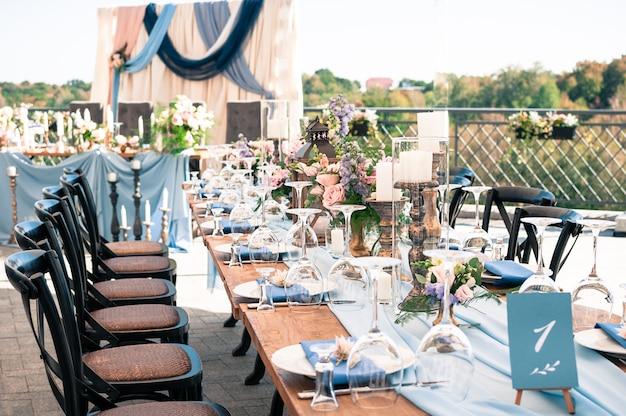 Configuración de la decoración del evento de boda, horario de verano, al aire libre