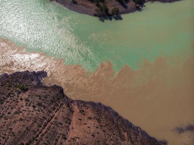 La confluencia de dos ríos.