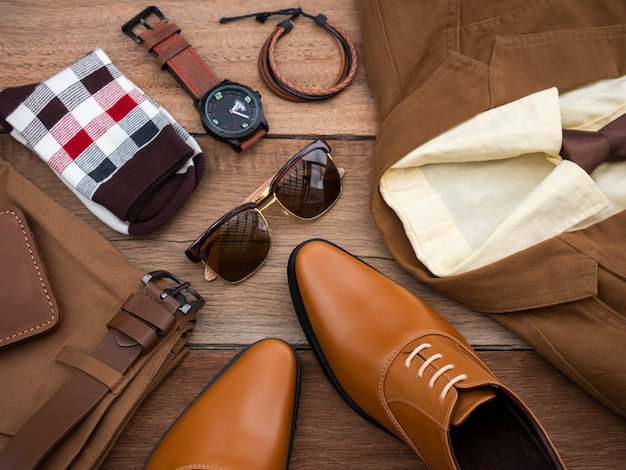 Conjunto y accesorios de ropa casual de moda masculina