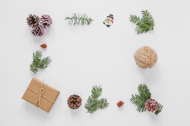Conjunto de adornos navideños.