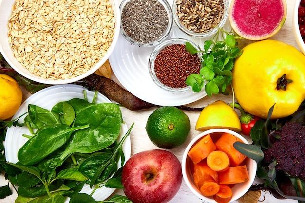 Conjunto de alimentos orgánicos de dieta saludable, superalimentos