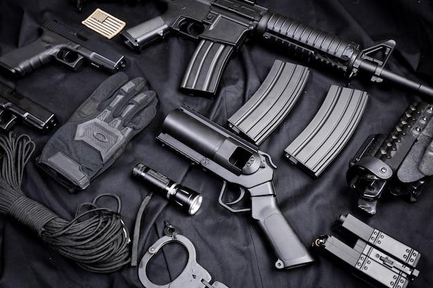 Conjunto de armas negras