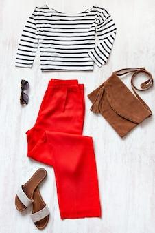 Conjunto casual de ropa femenina de primavera / verano.