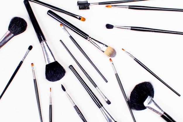 Conjunto de cepillo cosmético, vista de ángulo alto, moda y belleza, conjunto de herramientas