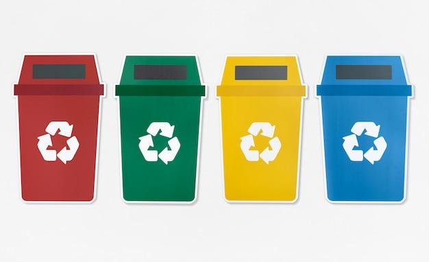 Conjunto de contenedores de basura con símbolo de reciclaje
