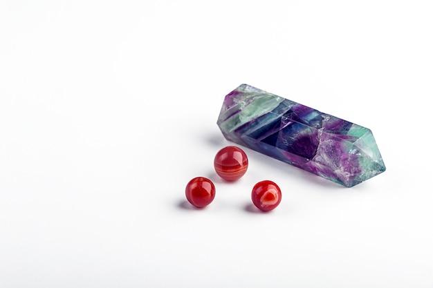 Conjunto de cristal de fluorita y cornalina