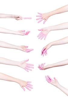 Conjunto de manos humanas con pintura rosa sobre fondo blanco