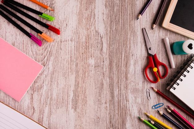 Conjunto de dibujo en la mesa