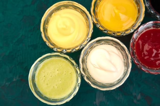 Conjunto de diferentes salsas.