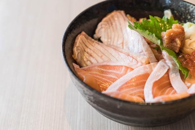 Conjunto de dongburi salmón mixto