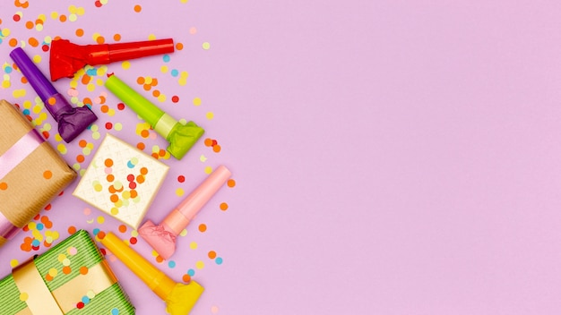 Conjunto de elementos para fiesta de cumpleaños con espacio de copia
