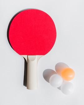 Conjunto de equipos de tenis de mesa.