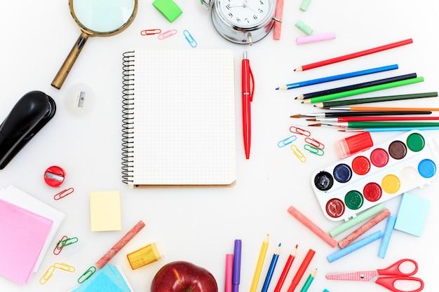 Conjunto escolar con cuadernos
