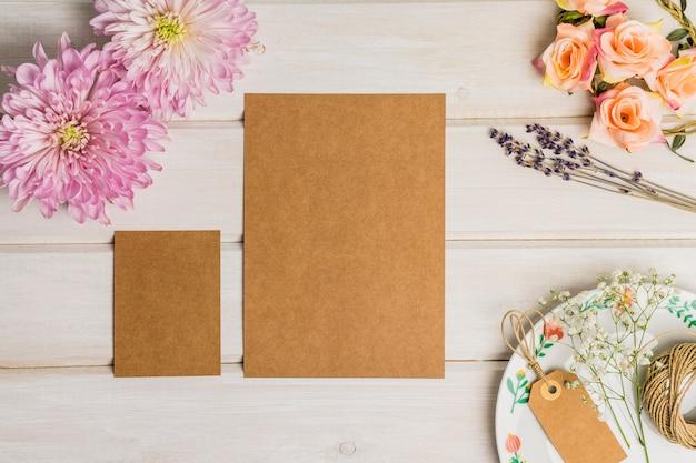 Conjunto floral de cartón de papelería en blanco