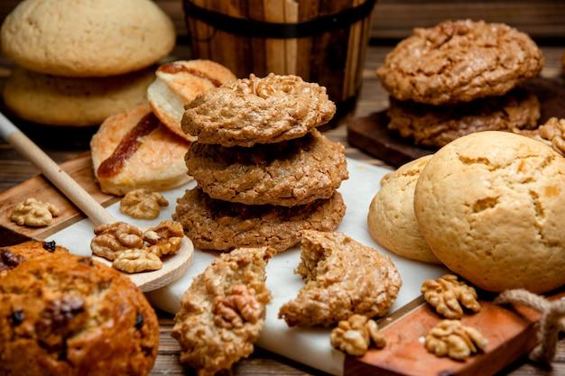 Conjunto de galletas en la mesa
