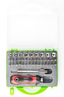 Un conjunto de herramientas con varios accesorios.