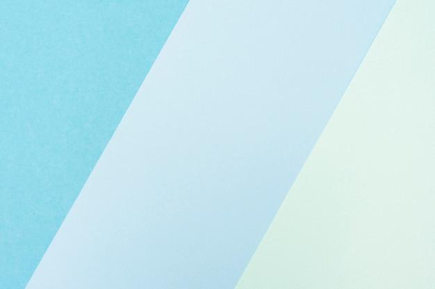 Conjunto de hojas de papel azul pastel